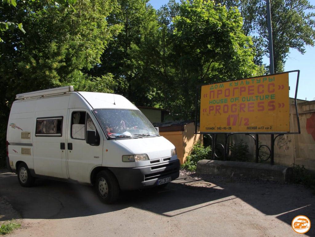 Alter Citroen Kastenwagen in St. Petersburg