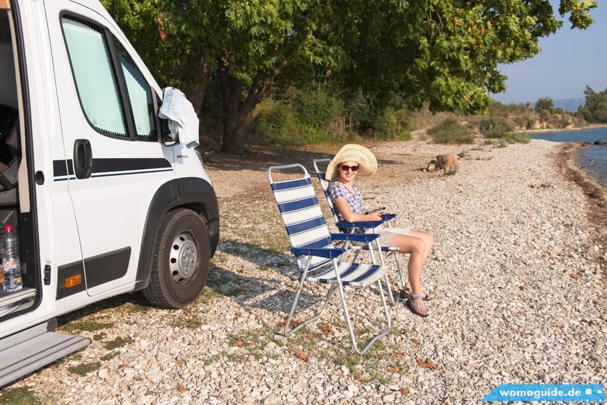 Kastenwagen unterwegs: Stühle auspacken und genießen