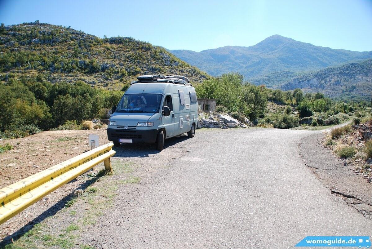 Alter Pössl Kastenwagen im Gebirge