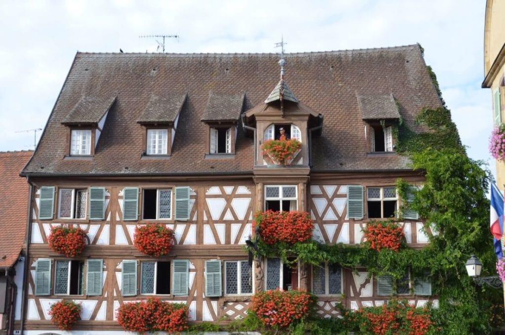 Altes Hotel in einem großen Fachwerkhaus in Turckheim