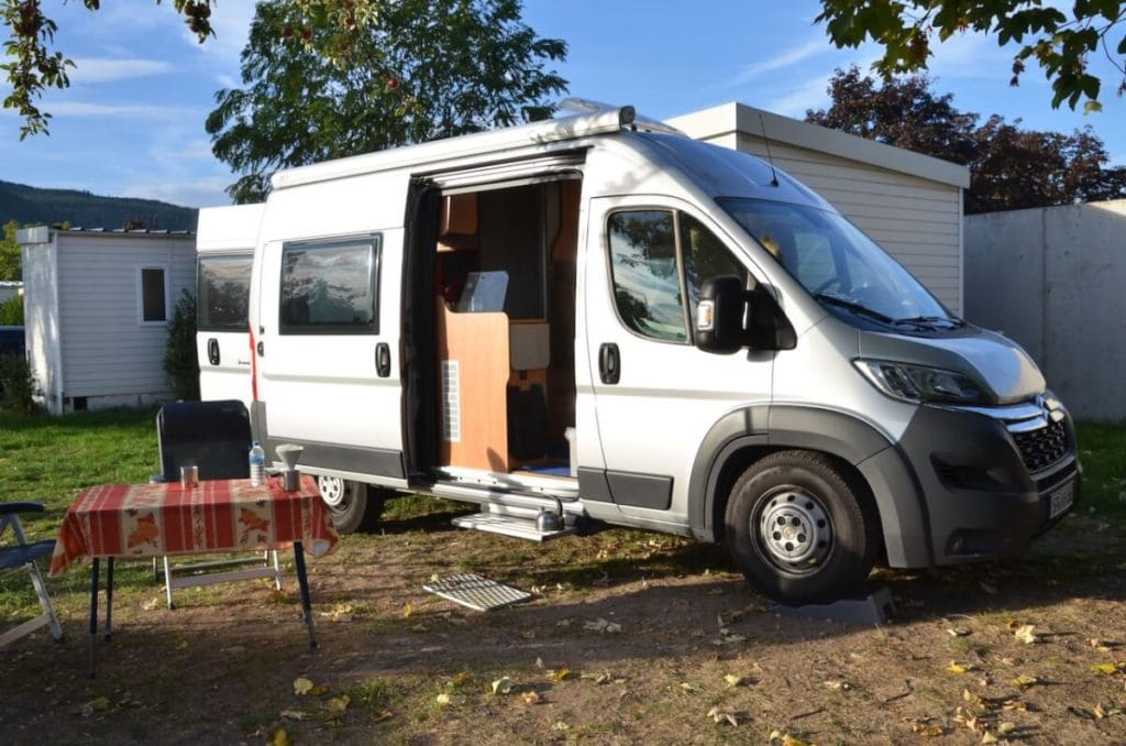 Kastenwagen auf dem Campingplatz in Turckheim - Elsass mit Wohnmobil
