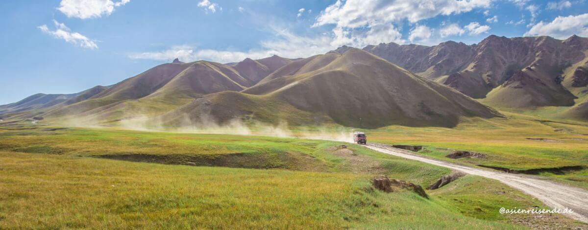 Mit dem Feuerwehrbus unterwegs in Kirgistan