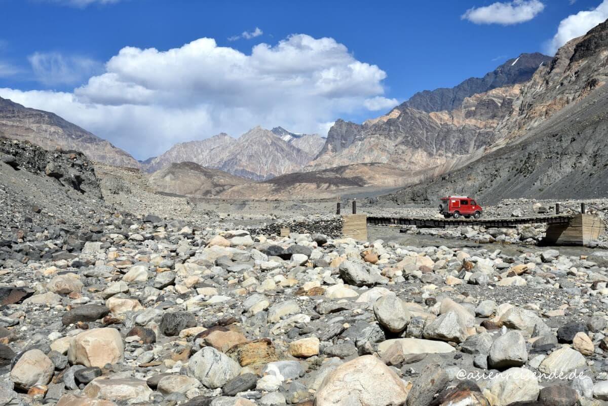 Mit dem Kastenwagen durch das Pamir Gebirge
