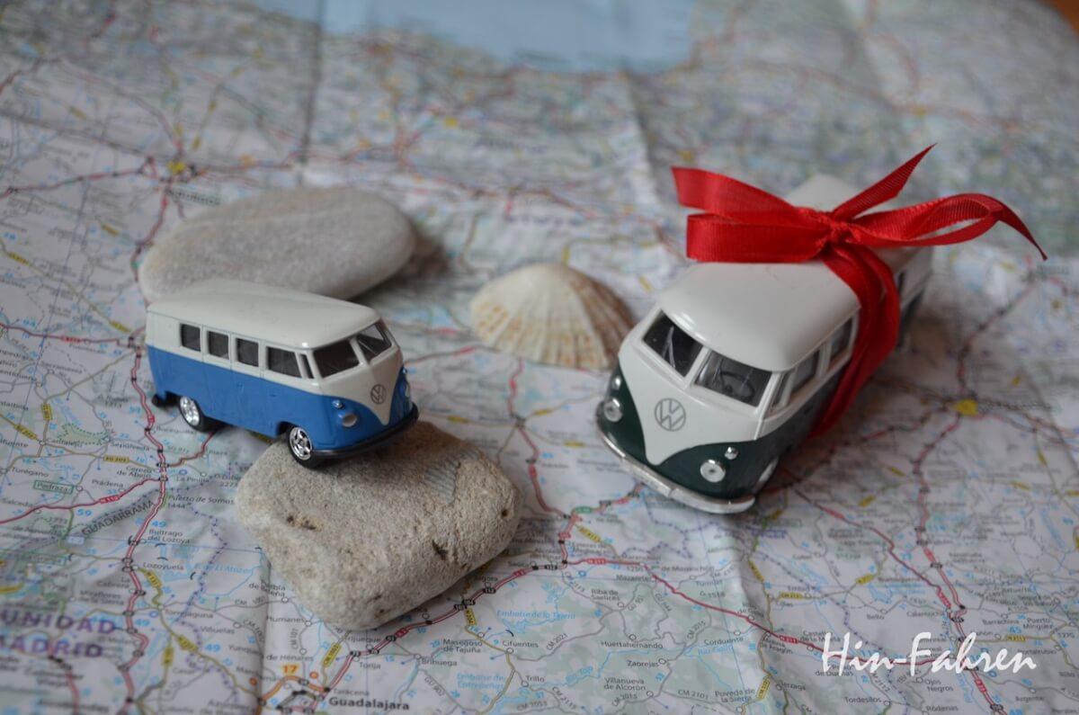 Geschenke für Camper: VW Bus mit Geschenkschleife