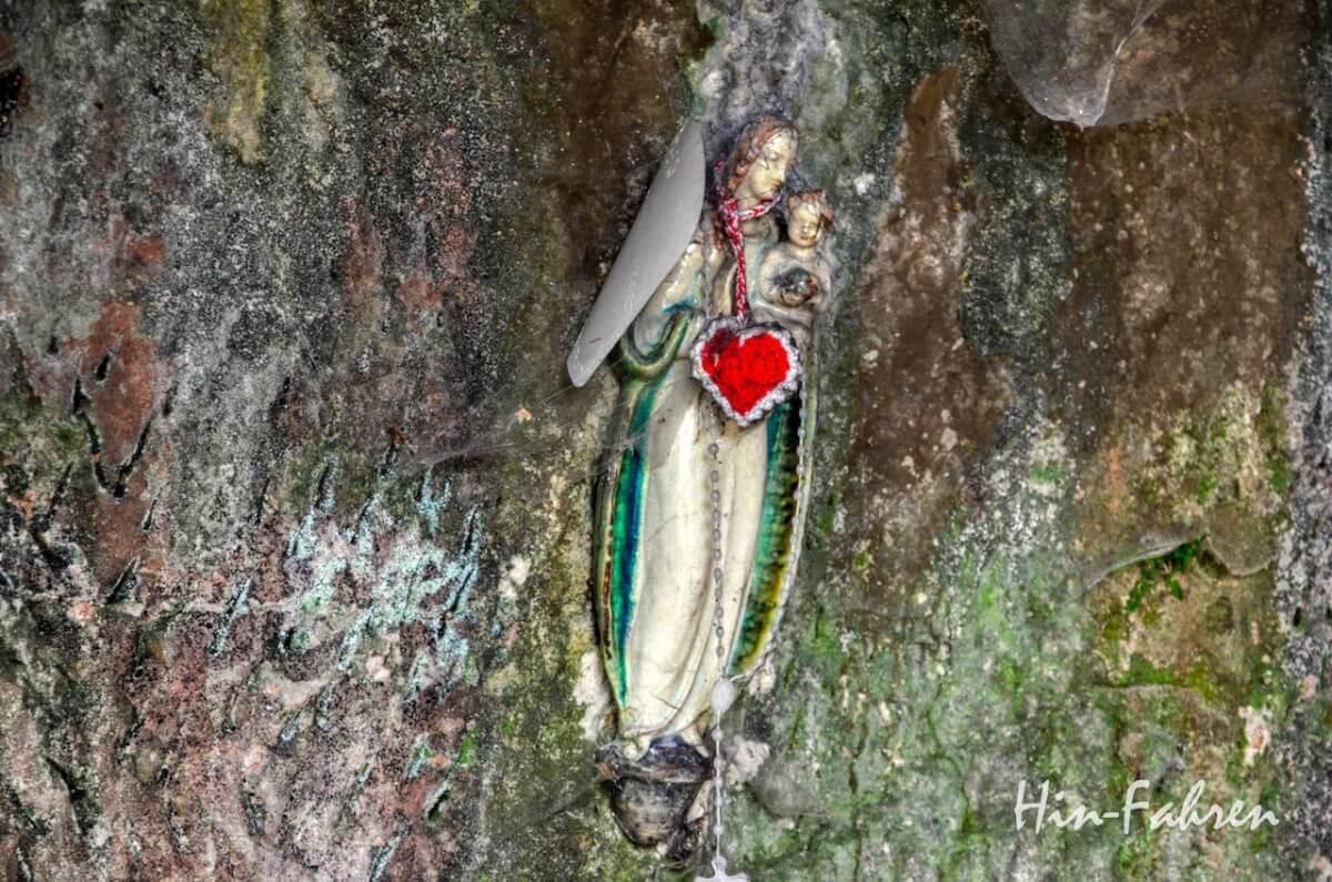 Lieblingsbilder Pfalz: Engelsfigur mit rotem Herz