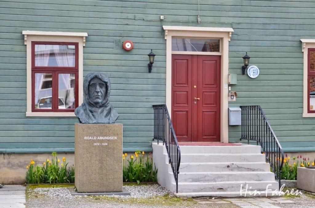 Büste vor dem Polarmuseum in Tromsö