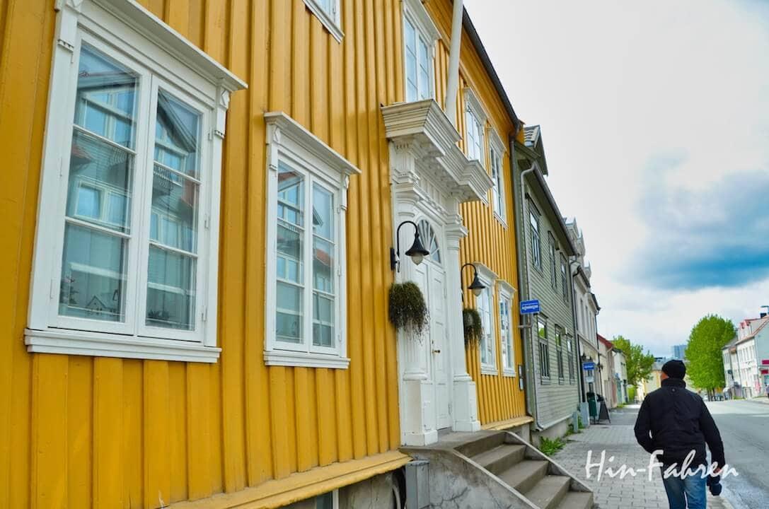 Mit dem Wohnmobil in Tromsö: Historische Holzhäuser im Zentrum
