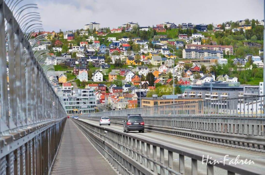 Mit dem Wohnmobil in Tromsö: Vom Campingplatz geht es über die Brücke ins Zentrum
