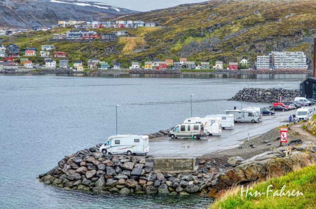 Norwegentour: In Hammerfest liegt der Wohnmobil-Stellplatz in der Nähe des Hafens
