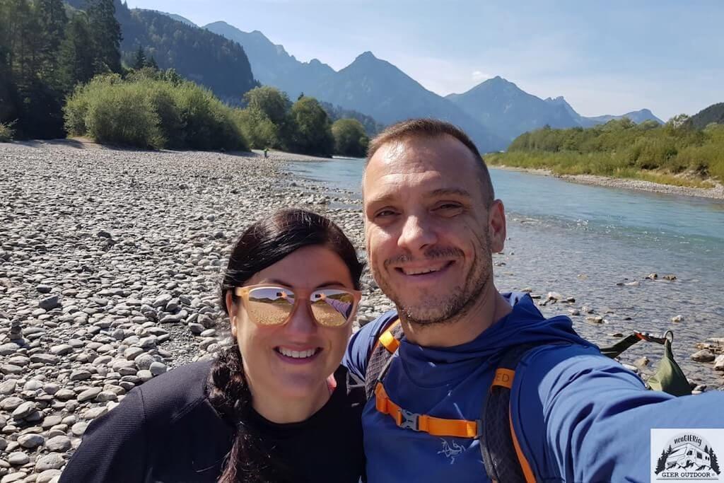 Alexa und Lars vor einer Bergkulisse