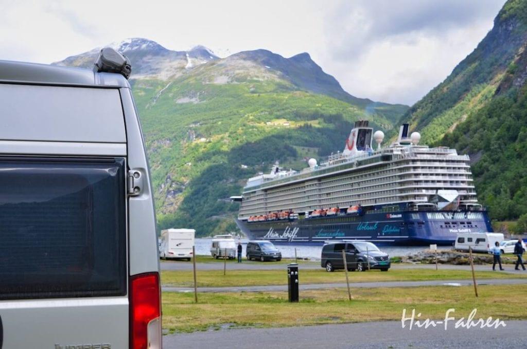 Wohnmobile und Kreuzfahrtschiffe in Norwegen in Geiranger