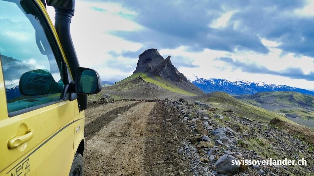Mit dem Bus auf der Piste durch spektakuläre Landschaft