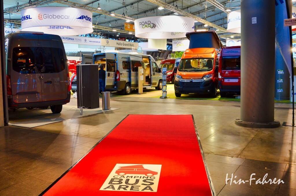 Verschiedene Kastenwagen-Marken stehen in Halle 7 in der Bus Area