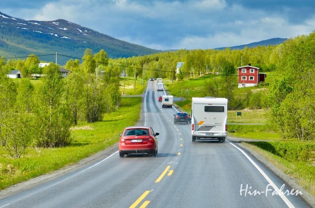 Wohnmobile auf der E6 in Norwegen