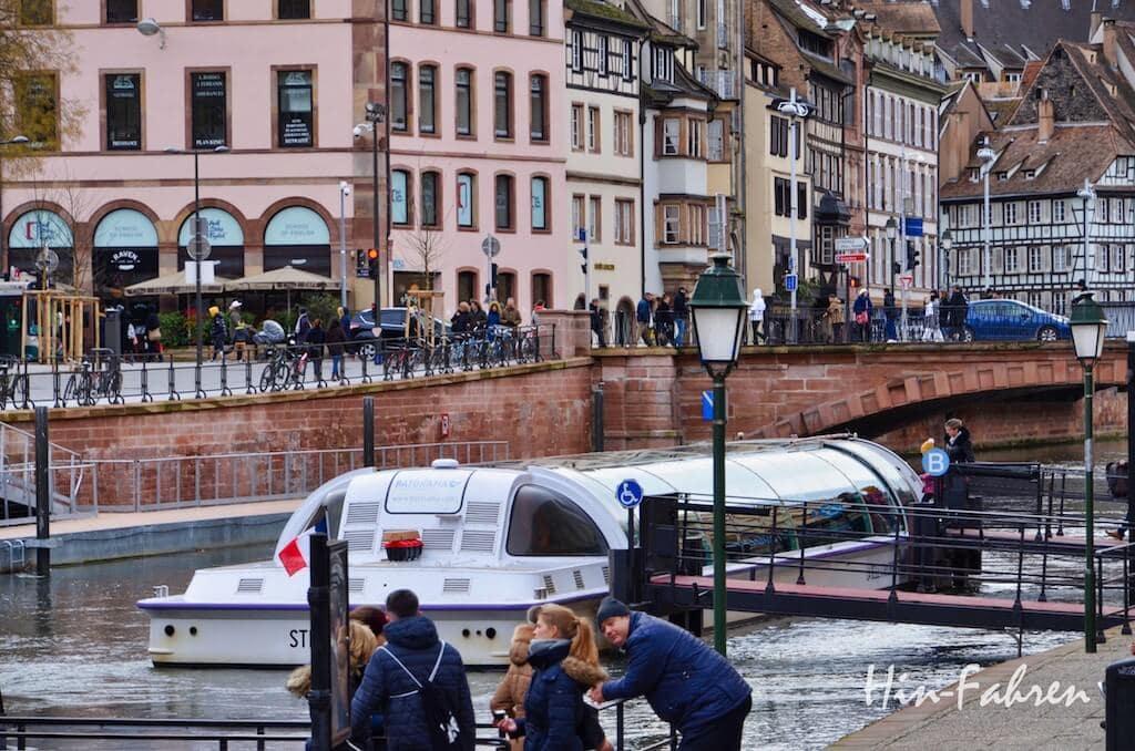 Schiff für eine Stadtbesichtigung vom Wasser aus
