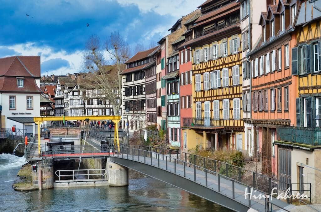 Kanal, Schleuse und Fachwerkhäuser in Straßburg