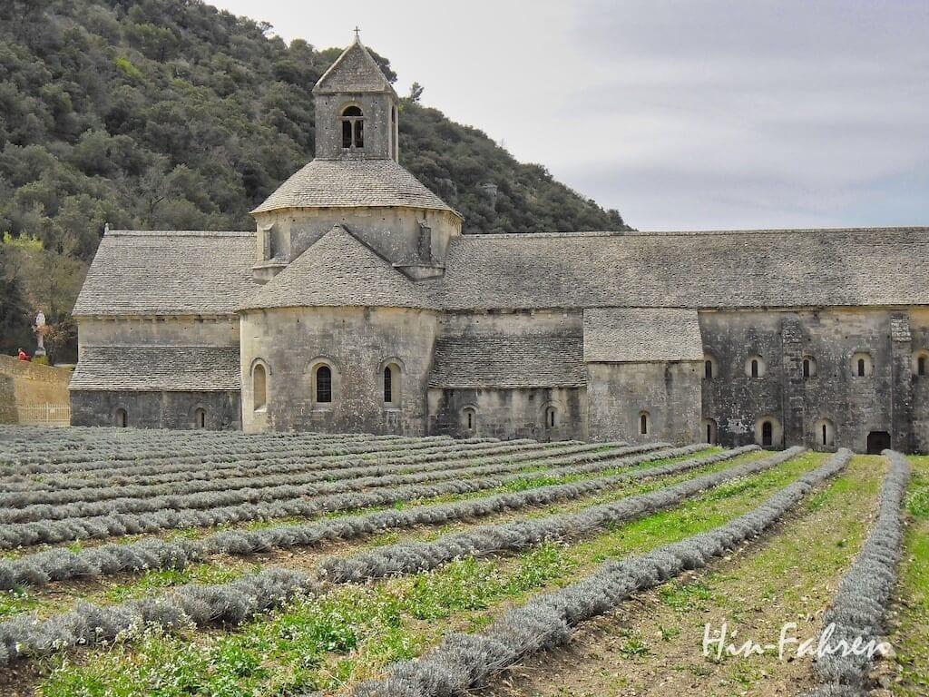Ein Reiseziel in der Provence ist die Abtei Sénanque