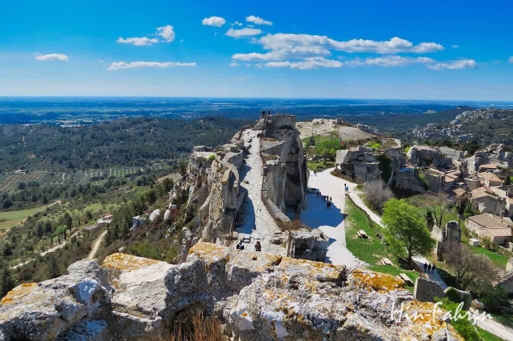 Schönes Reiseziel an Ostern: Festung und Dorf Les Baux-de-Provence