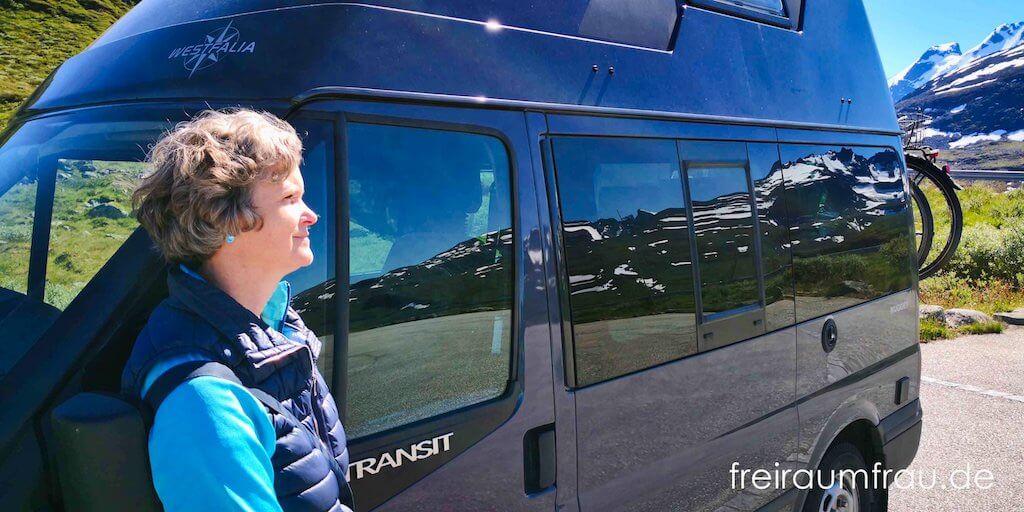 Freiraumfrau und ihr Ford Nugget Wohnmobil