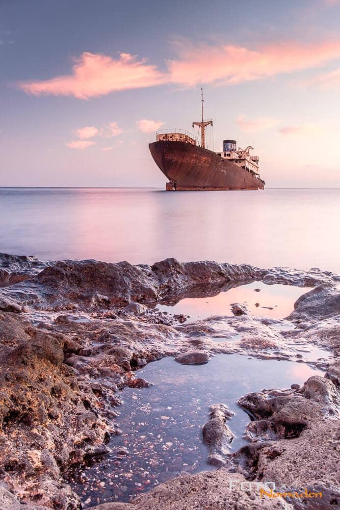 Meer, Küste, Himmel und Schiff auf Lanzarote