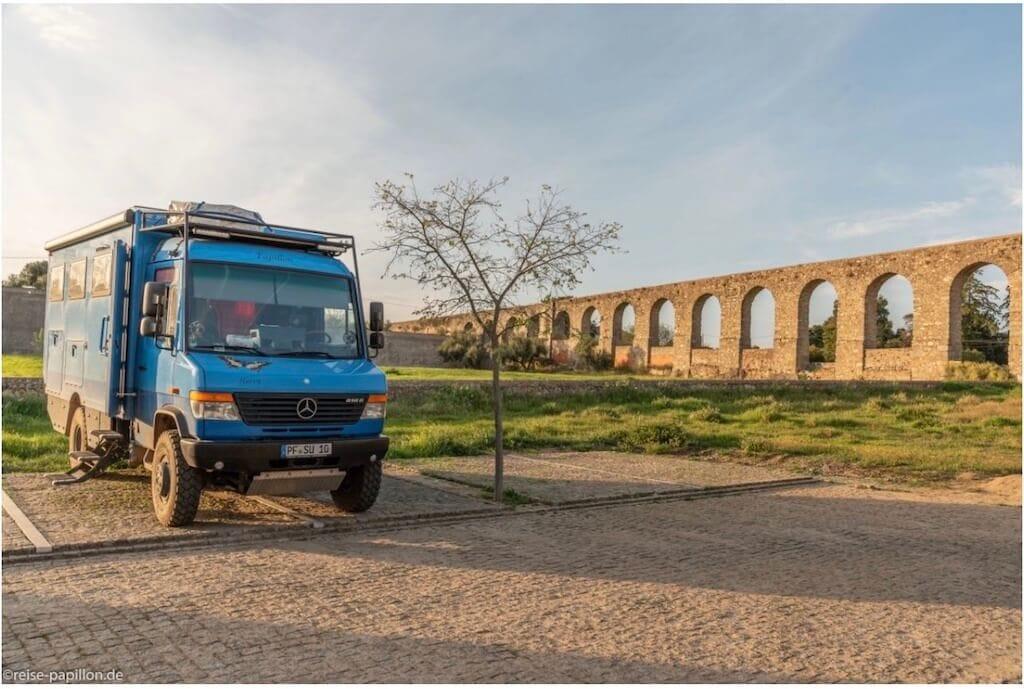 Wohnmobil in Portugal auf dem Stellplatz in Evora