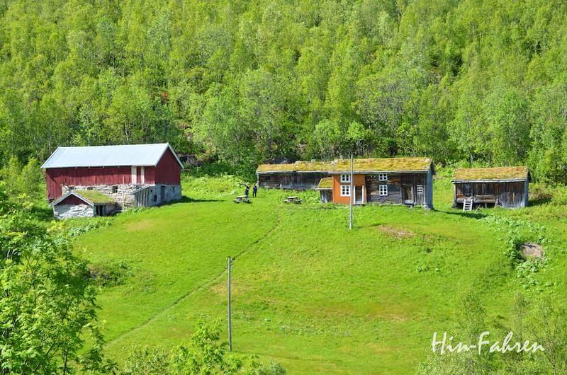 Verlassener Bergbauernhof an der E6 in Norwegen