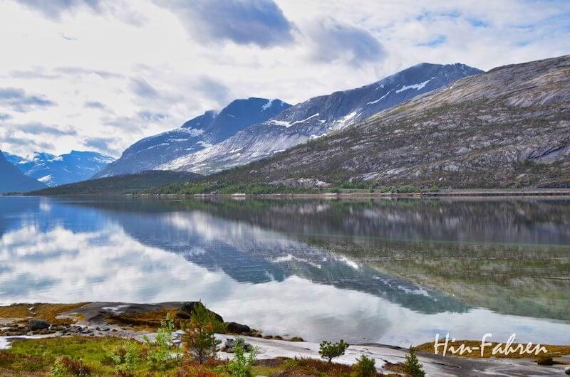 Auf den Bergen liegt in Norwegen im Juni noch Schnee