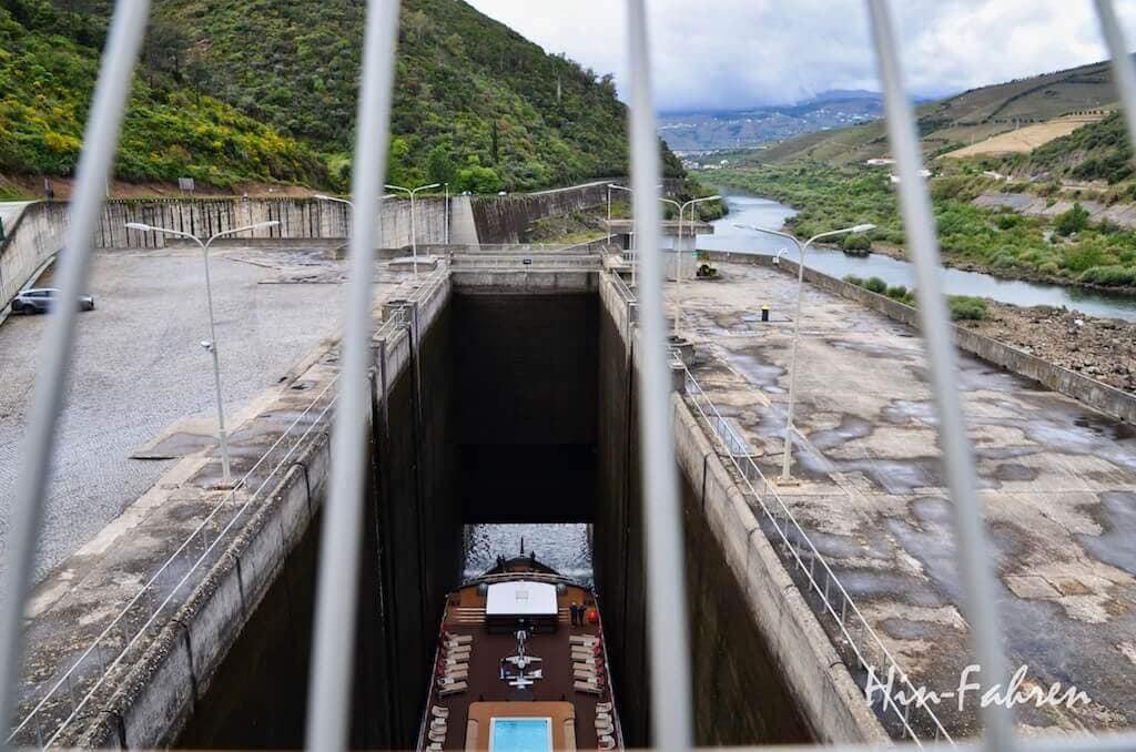 Douro: Schiff in der Schleuse