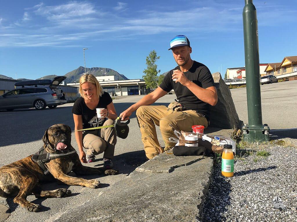 Picknick und Camping unterwegs mit Hund