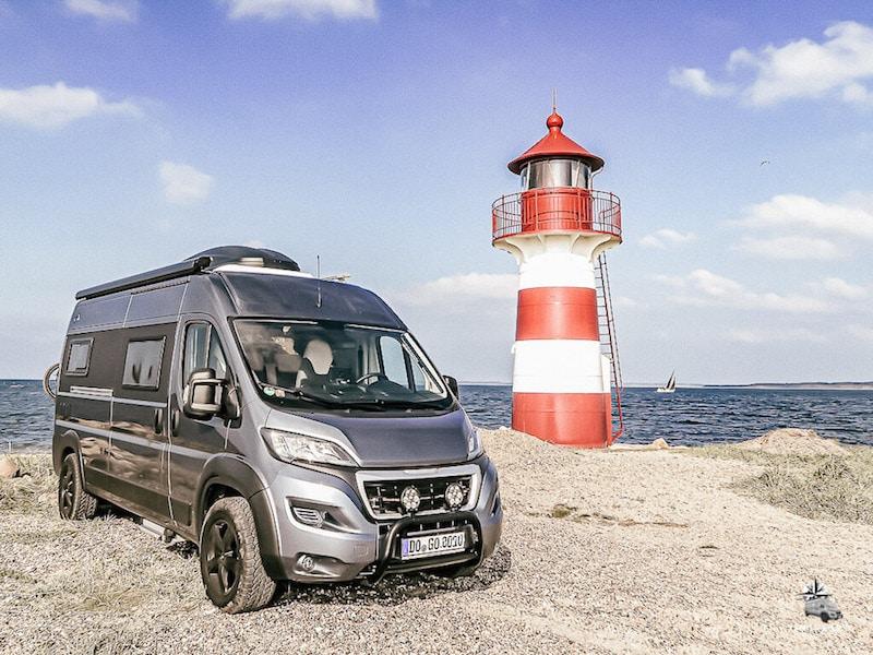 MegaMobil Kastenwagen an der Küste in Dänemark