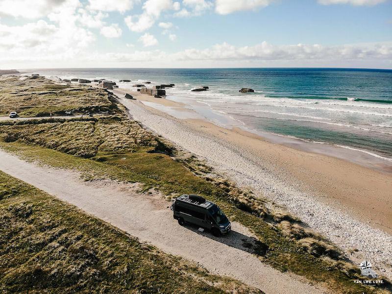 Kastenwagen am Meer in Dänemark
