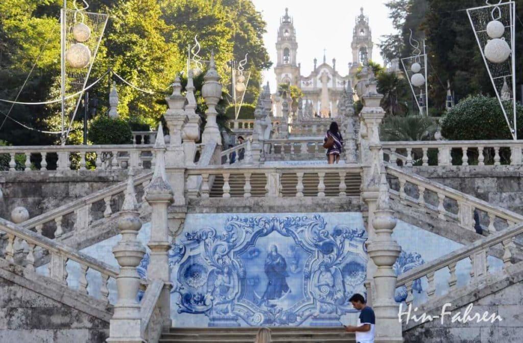 Lamego (Portugal): Blick auf die Treppe und die Wallfahrtskirche