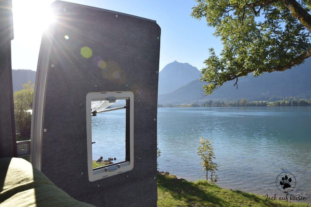 Blick auf den See aus dem Van