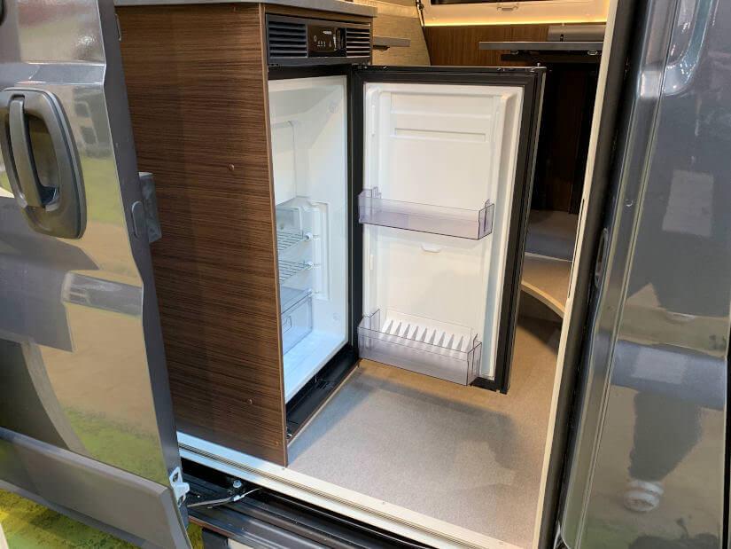 Ab dem Modelljahr 2020 wandert der Kühlschrank an die Stirnseite der Küche