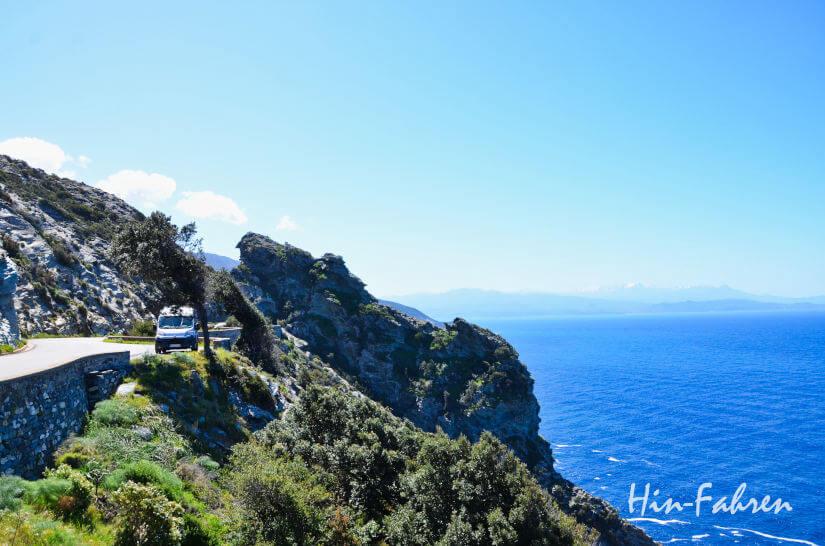 Wohnmobil auf Korsika am Meer