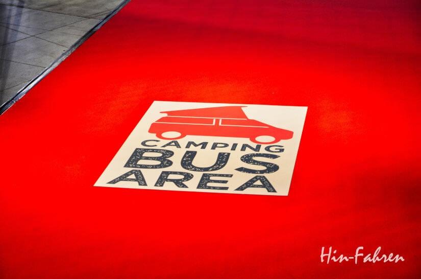 Roter Teppich auf der Camping-Messe