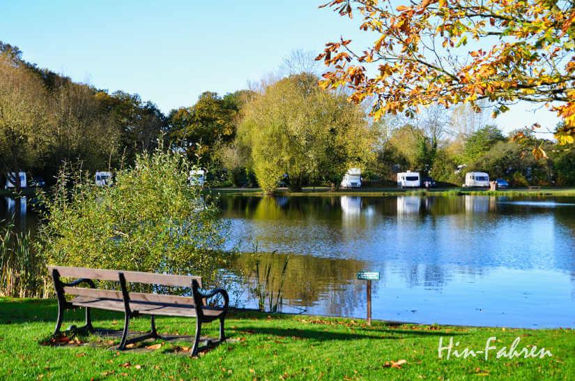 Herbst auf einem Campingplatz in England