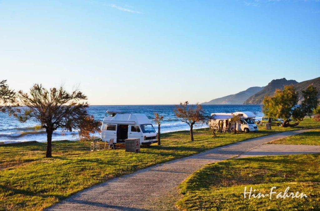 Herbst auf Korsika mit dem Wohnmobil: Campingplatz am Meer