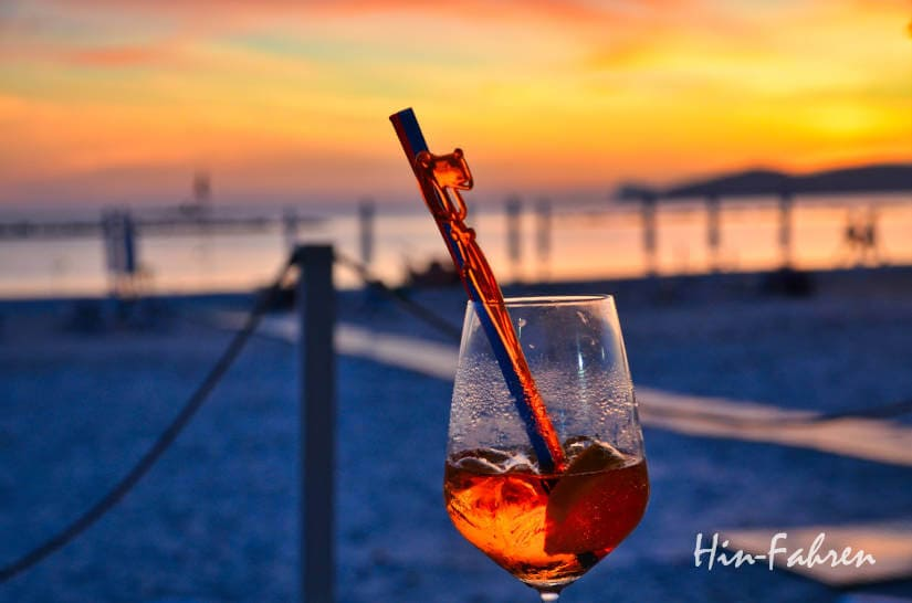 Herbst auf Sardinien: Drink am Strand