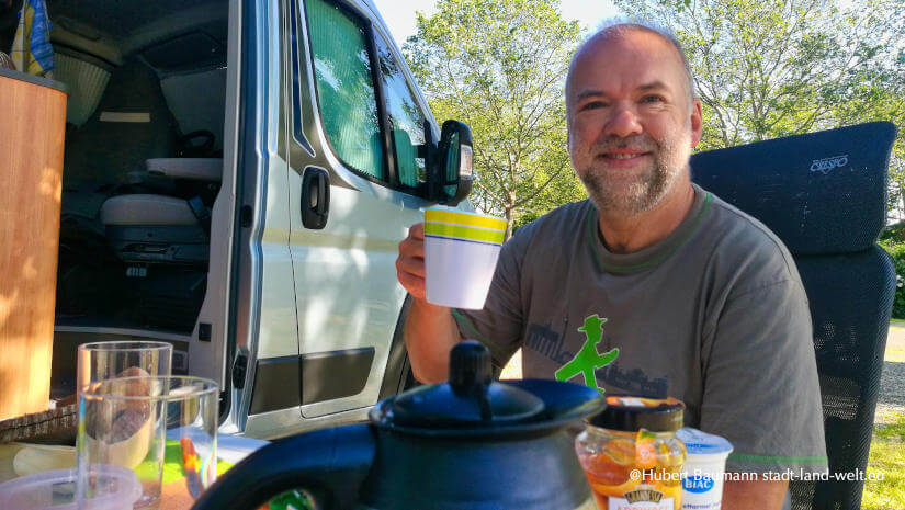 Camping unterwegs: Hubert ist von seinem Pössl Summit Kastenwagen überzeugt