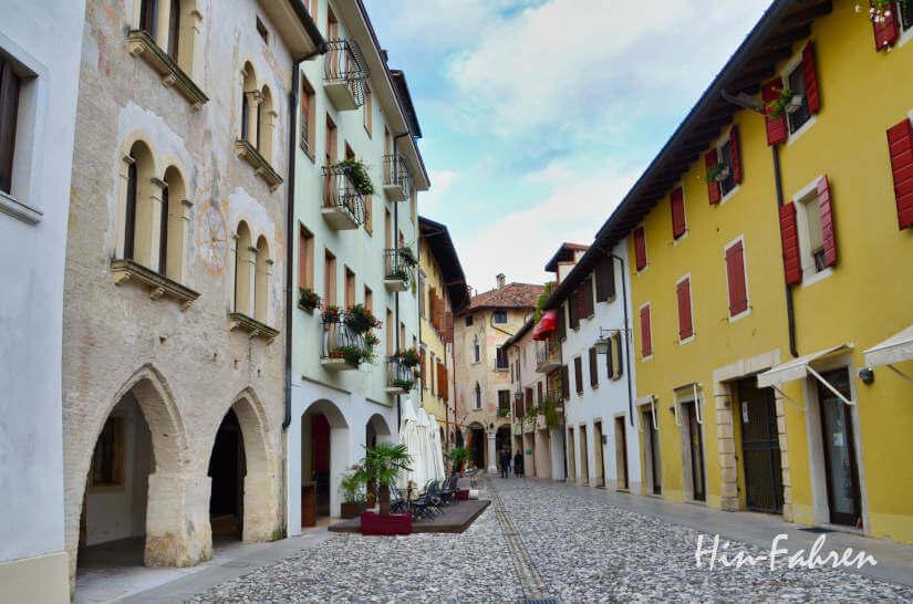 Gasse im mittelalterlichen Spilimbergo, nicht weit vom Wohnmobilstellplatz