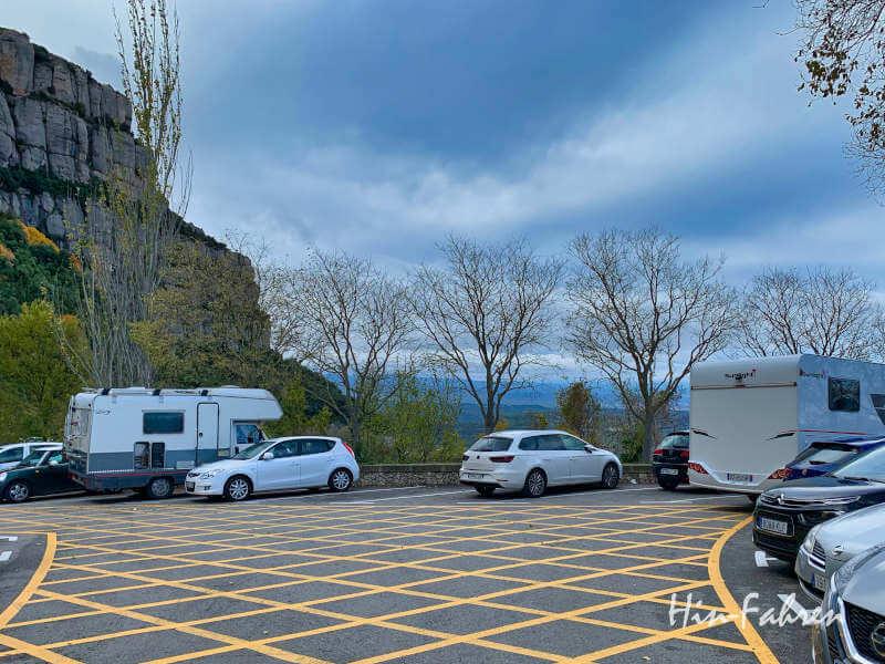 Mit dem Wohnmobil auf dem Parkplatz am Kloster Montserrat