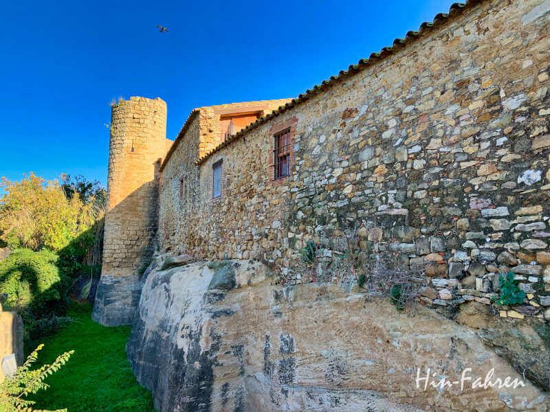 Unterwegs in Katalonien mit Wohnmobil - Mauern in Peratallada