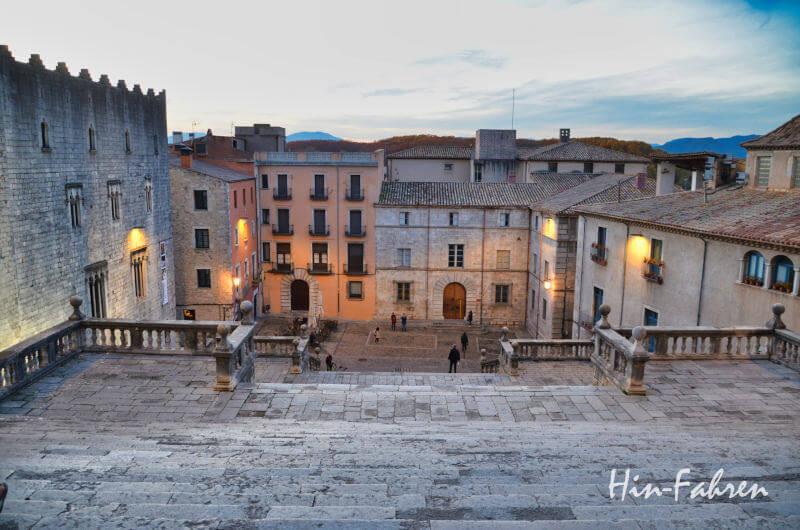 Treppen vor der Kathedrale in Girona / Katalonien