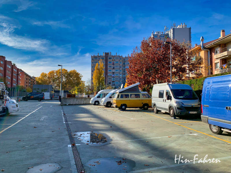 Stellplatz in Girona in Katalonien mit Wohnmobilen