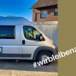 Corona-Reisestopp: Wohnmobil auf dem Parkplatz vor dem Haus
