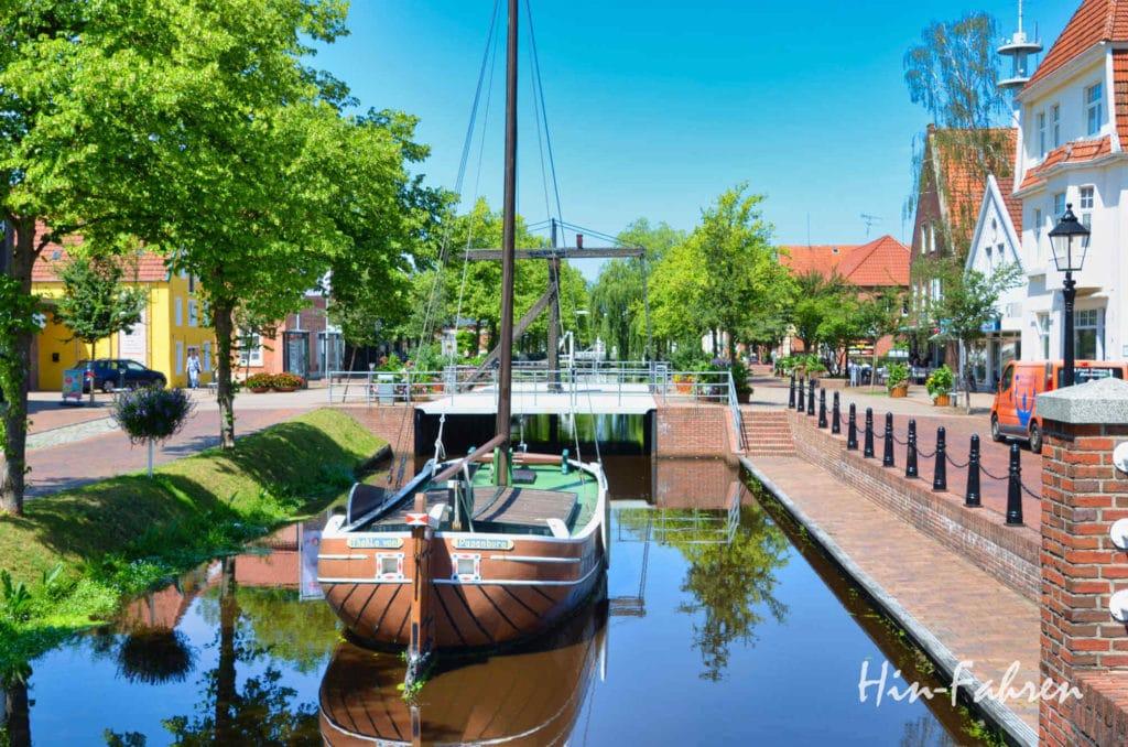 Schiffe im Kanal in Papenburg