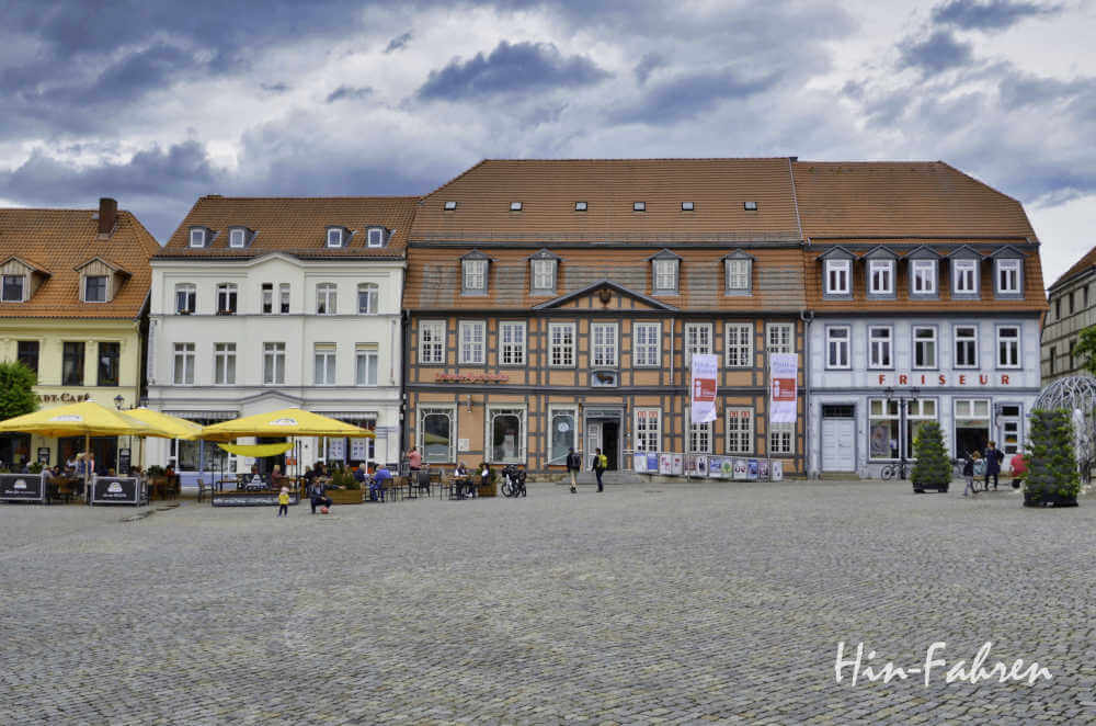 Stopp Camping-Urlaub: Marktplatz in Waren (Müritz)