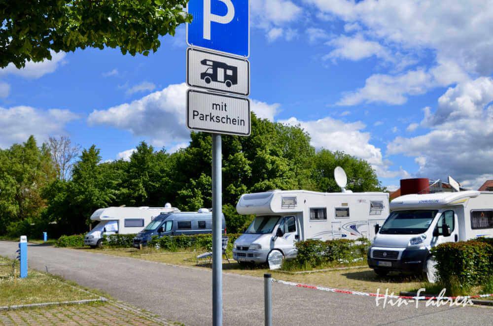 Mecklenburgische Seenplatte: Wohnmobile auf dem Wohnmobilstellplatz in Neustrelitz