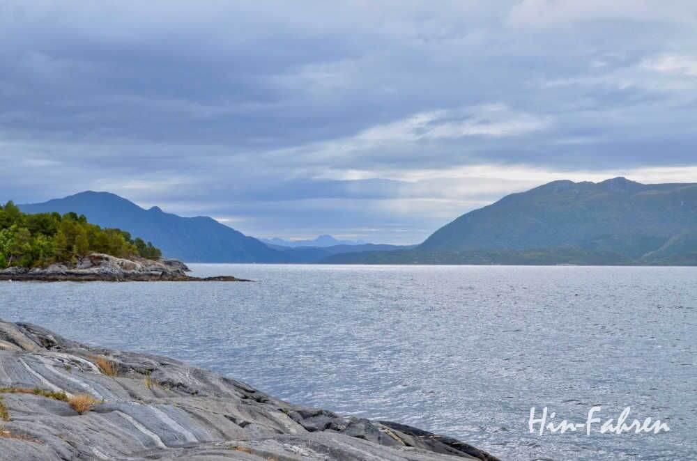Auf dem Weg zur Atlantikstraße mit Wohnmobil: Blick auf den Fjord